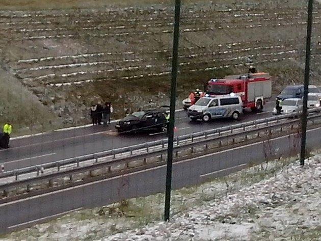Dopravní nehoda na D3 u obce Myslkovice.