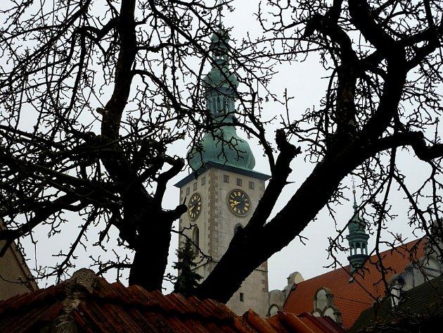 Přelom roku 1420 a 1421. V Táboře si lidé ustanovili svou samostatnou církev. Ale pikarti brzy hlásají ostřejší názory.