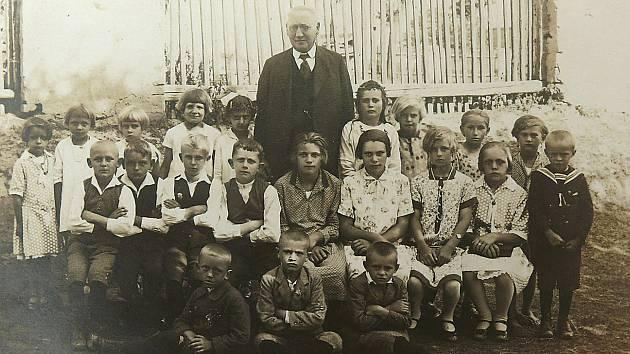 Děti ve třídě v roce 1928