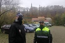 Strážníkům od pondělka v Táboře pomáhají dva romští asistenti prevence kriminality.