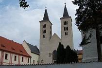 Na výstavbě se podílel i opat Jarloch, který je považován za pokračovatele Kosmova.