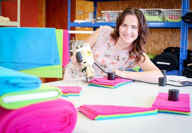 Podnikatelka Petra Plemlová začínala s šitím doma na koleni, pak jí hodně pomohl e-shop.