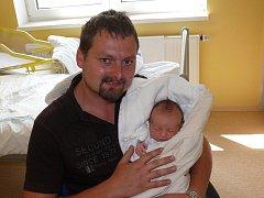 TEREZA LUKEŠOVÁ Z CHOTOVIN. Narození své první dcery se rodiče Zuzana a Petr dočkali 8. srpna v 11.53 hodin. Vážila 3630g, měřila 50 cm.