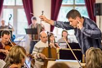 Komorní orchestr Bolech Tábor při soustředění v Želivi.