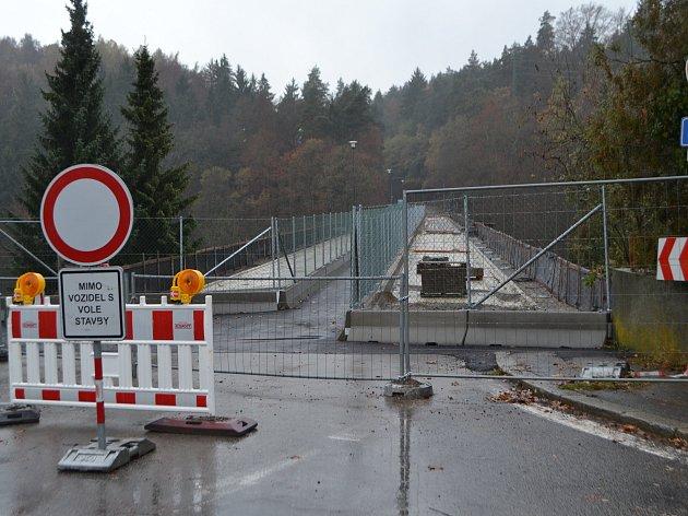 Opravu Švehlova mostu v Táboře má firma dokončit do 7. srpna.