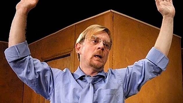 Na snímku Petr Čtvrtníček, jeden z protagonistů představení Ivánku, kamaráde, můžeme mluvit?,  jehož výtěžek půjde na konto soběslavské Rolničky.