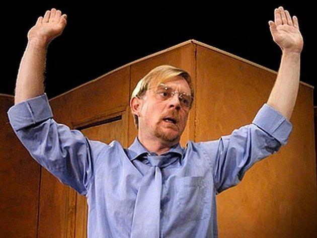 Na snímku Petr Čtvrtníček, jeden zprotagonistů představení Ivánku, kamaráde, můžeme mluvit?,  jehož výtěžek půjde na konto soběslavské Rolničky.