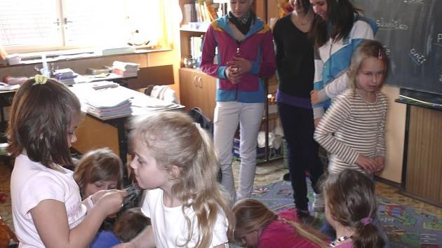 Den učitelů oslavili v ZŠ Husova výměnou rolí.