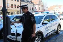 Městská policie v Táboře má od středy nový elektromobil. Získala jej v rámci obměny vozového parku.