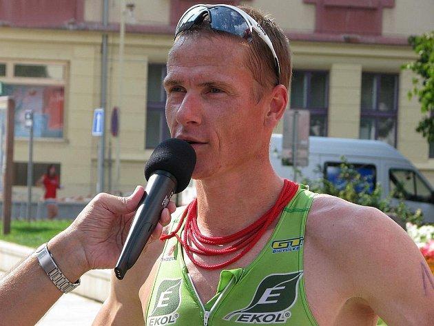 Centrum Tábora se v neděli ponořilo do atmosféry 27. Táborského triatlonu. Vítězem mužského mistrovského závodu se stal Martin Krňávek.