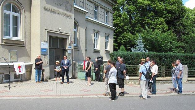 Pamětní deska na Masarykově domově připomíná 600. výročí bitvy u Tábora