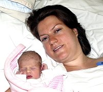 ADINA SMUTNÁ Z TÁBORA. Rodičům Šárce a Lubošovi se narodila 22. července v 18.59 hodin.  Její váha byla 2320 g a měřila 48 cm.