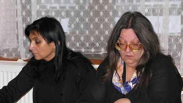 Libuše Bryndová (vpravo) se svou obhájkyní Klárou Veselou Samkovou (vlevo).