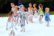 Dovádění v pěně se u dětí v Jistebnici na akci Ukončení prázdnin setkalo s ohromným ohlasem.