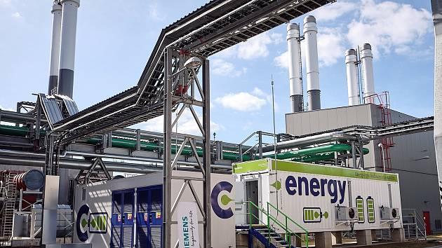Zdroj C-Energy Planá je jedním z mála v ČR, který umí s novým bateriovým úložištěm nastartovat provoz v případě tzv. black-outu. Celková instalovaná kapacita energetického zdroje dosahuje 90 MWe.