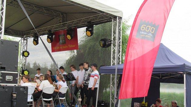 Tábor zahájil oslavy výročí koncerty pod širým nebem