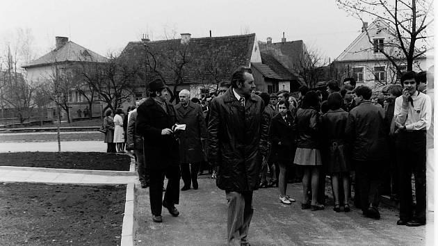 Stavba soběslavského domu mládeže v roce 1975.