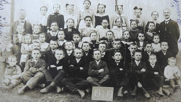 Snímek z roku 1919 zachycuje řídícího Adolfa Peukera.