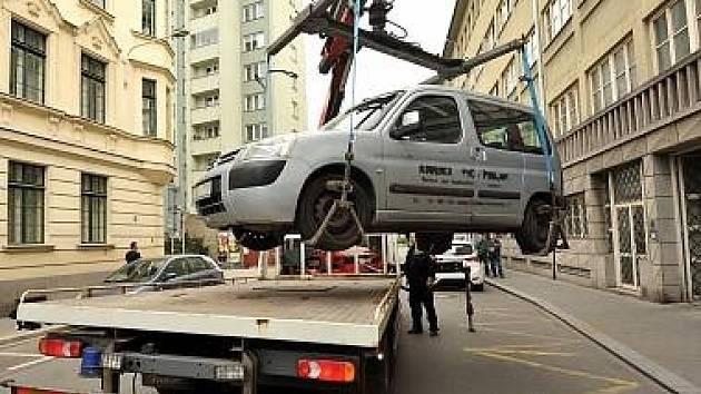 Nová služba upozorní majitele vozů při čištění ulic v Táboře na přeparkování vozidla