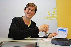 Miroslava Lhotková je první obecní poštmistrovou na Táborsku.