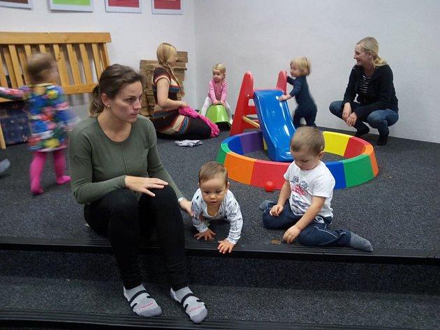 Rodičovské centrum Hrošík hledá nové dobrovolnice.