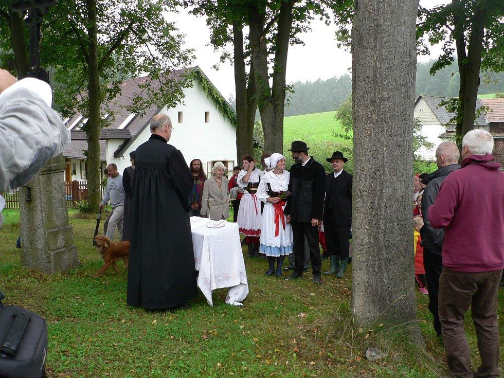 Svatba na návsi ve Bzové.