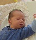 Tobiáš Hes z Krtova. Narodil se 8. dubna ve 2.05 hodin jako druhý syn v rodině. Vážil 3290 gramů a bráškovi Mikulášovi je rok a půl.