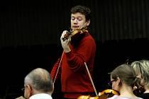 V táborském Divadle Oskara Nedbala představí houslový virtuóz Ivan Ženatý