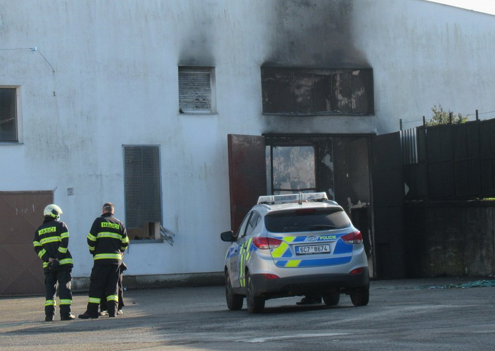 Druhý stupeň požárního poplachu byl vyhlášen v pátek odpoledne při požáru bramborárny v Choustníku. V sobotu ráno hasiči ještě objekt monitorovali.