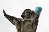 Počátkem letošního roku přišla socha Františka Bílka Modlitba nad hroby o ruku. Město Chýnov plánuje celkovou renovaci.