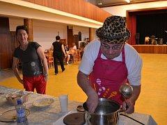 Soutěž o nejchutnější guláš má v Chotovinách už několikaletou tradici.