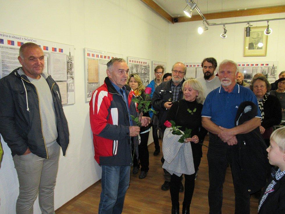 V pátek 1. listopadu byla zahájena výstava Soběslav 1989. Do Rožmberského domu přišli zavzpomínat i samotní aktéři Sametové revoluce.