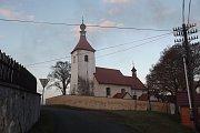 Kostel sv. Havla v Šebířově. V jeho blízkosti bylo před více než stoletím nalezeno prehistorické pohřebiště s mnoha bronzovými šperky.