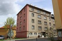 Nátěr na bytovém domě v Nedbalově ulici v Táboře bude čistit okolí.