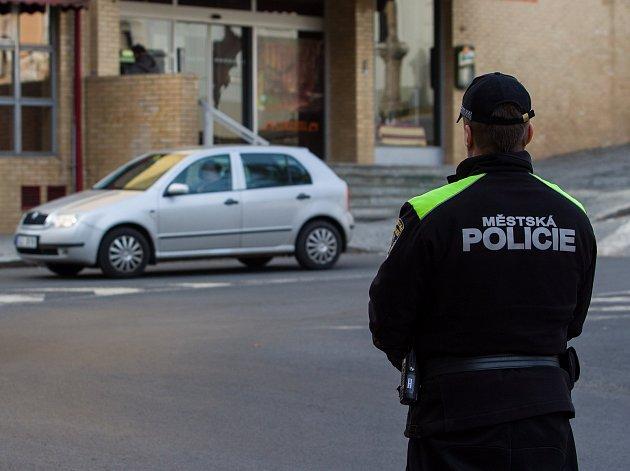 Mladší strážníci posílí městskou policii již za půl roku.
