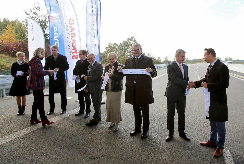 Ve čtvrtek zprovoznili dalších 5 km dálnice D3. Nový úsek vede mezi Veselím nad Lužnicí a Bošilcem.