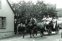 Při oslavách padesáti let sboru se hasiči předvedli s ruční stříkačkou taženou koňským spřežením, kterou dostali při založení v roce 1925.