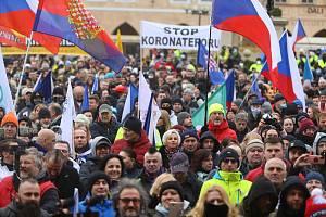 Nedělní demonstrace na Staroměstském náměstí.