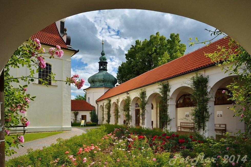 Klokotský klášter, zahrady.