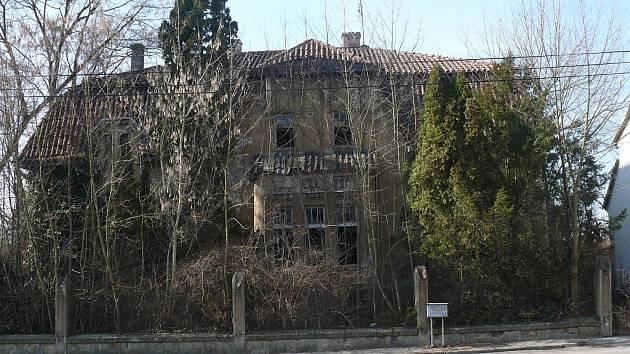 Za první republiky patřila Molíkova vila ke skvostům Soběslavi. Dnes chátrá