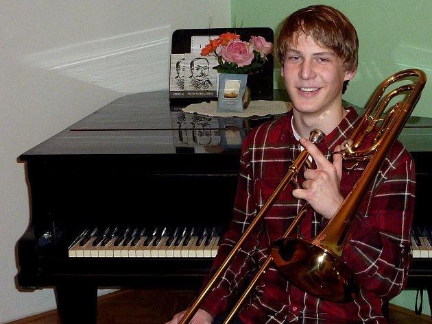 Patnáctiletý Jan Mlázovský se stal posilou trombonové sekce táborského Swing Bandu.