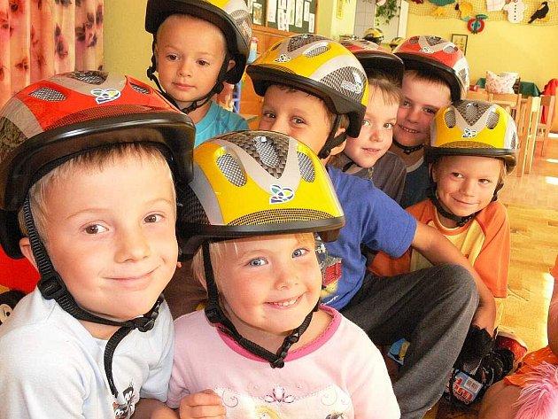 Při hlasování v redakci zvítězila školka v Ratibořských Horách, která dostala patnáct helmiček pro nejmenší cyklisty za dětské obrázky s dopravní tématikou. Helmy dětem věnoval Jihočeský kraj.