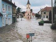 VODA. Malé náměstí ve Veselí nad Lužnicí si užilo své, dokáží jej ochránit chystaná nová opatření?