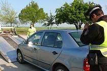 Kamerou zachytit každý, byť sebemenší škrábanec i samotný odtah auta musí strážníci pokaždé.  Včera na Pražském sídlišti naštěstí moc práce neměli. Na to, že se bude v jejich ulici uklízet, zapomněli  jen majitelé tří aut.