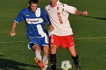 Podzimní duel na Svépomoci gól nepřinesl (na snímku bojuje táborský Jindřich Rosůlek s Chalupou).