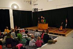 Divadlo i dílna se dětem líbily.