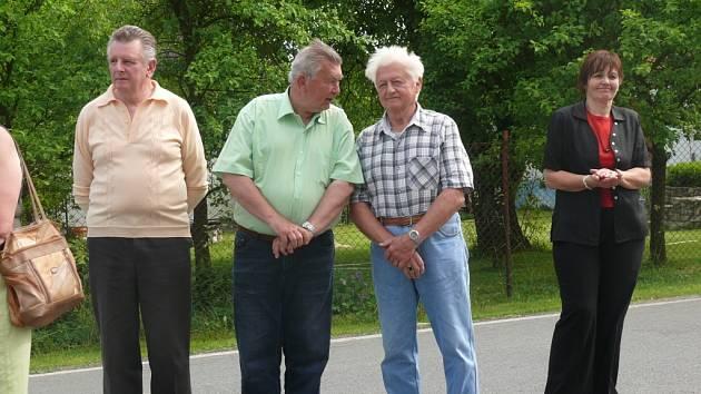 Borotín pořádal první setkání rodáků. Při této příležitosti odhalili pamětní desku válečnému letci Jaroslavu Šikovi
