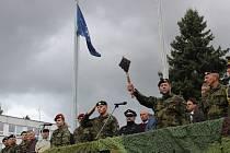 Nový velitel táborské posádky podplukovník Pavel Huták v pondělí převzal symbolický palcát z rukou odcházejícího velitele plukovníka Romana Bise.