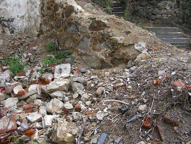 Po táborské katovně už zůstaly jen hromady suti.