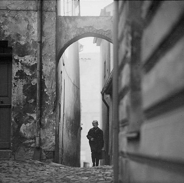 Táborská podloubí a uličky Starého města. Fotografie pochází z táborského atelieru Šechtl a Voseček. Zveřejňujeme je s laskavým svolením Marie Šechtlové.
